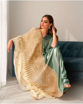 Contrast kaftan with golden embroidery